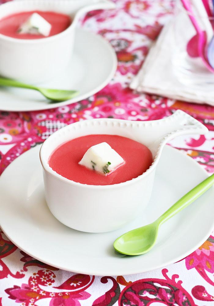 Sopa fría de remolacha y naranja con yogurt helado