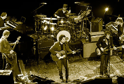 http://fabakis.files.wordpress.com/2008/09/20080227-wilco-1.jpg