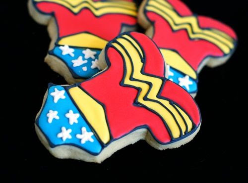 how to make Wonder Woman cookies, step-by-step