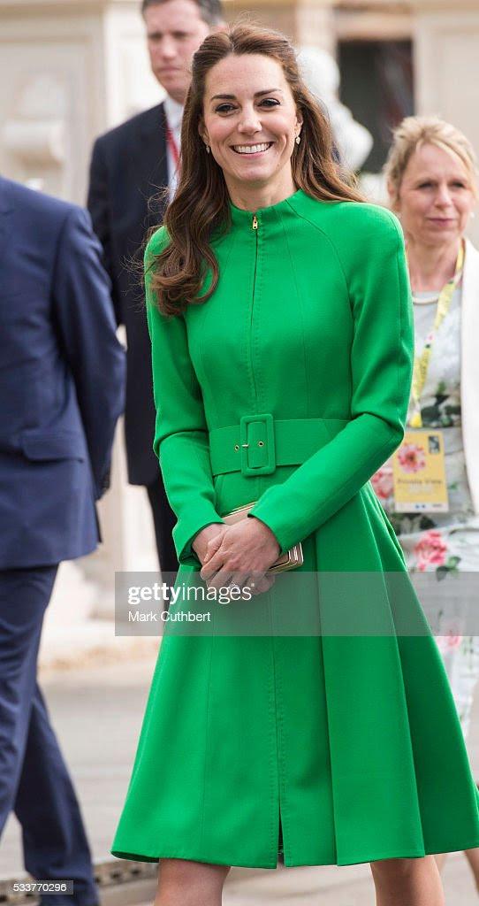 Katarzyna, księżna Cambridge uczęszcza Chelsea Flower Show naciśnij dni w Royal Hospital Chelsea w dniu 23 maja 2016 roku w Londynie, w Anglii.  Prestiżową ogrodniczego pokaż zawiera setki stoisk targowych i ogrodów.