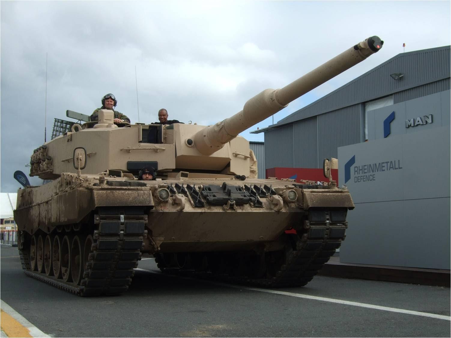 Ternyata tank Leopard tidak merusak jalan...