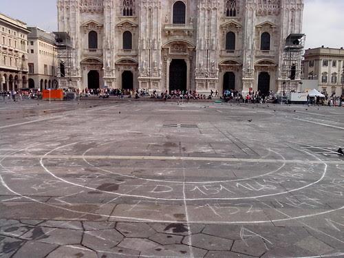 Nel centro di Milano by Ylbert Durishti