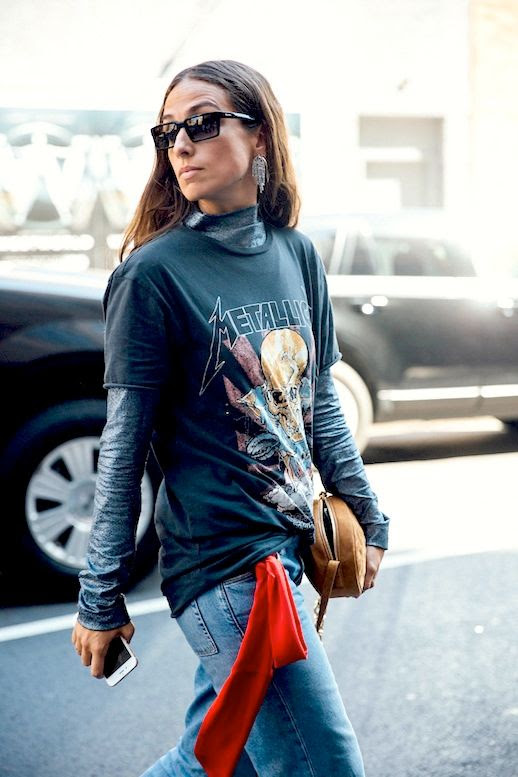 Le Fashion Blog Fall Street Style Nyfw Sunglasses Earrings Grey Mock Neck Top Metallica Vintage Band Tee Shirt Brown Bag Jeans Via Vogue Spain