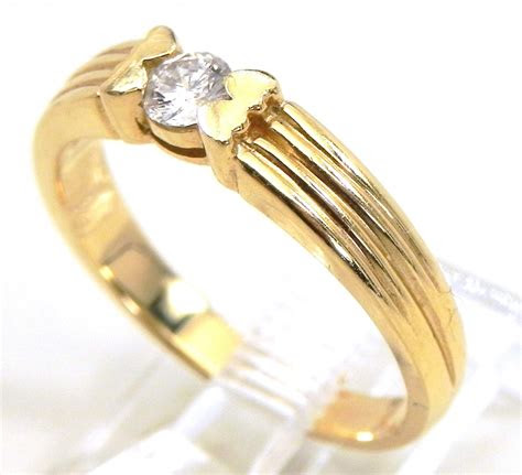 ladies  ribbed yellow gold solitaire diamond engagement