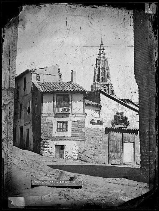 Catedral de Toledo vista desde la Plaza de Santa Isabel hacia 1880. Fotografía de Casiano Alguacil. Ayuntamiento de Toledo