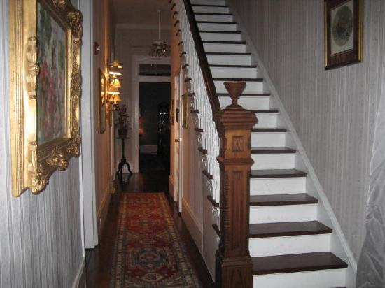 Stairs and hallway - Picture of Victorian House, New Orleans