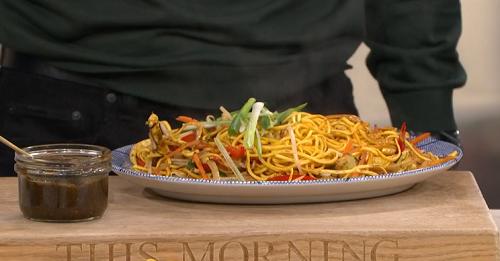 Kwoklyn Wan chow mein masterclass with mushroom stir-fry ...