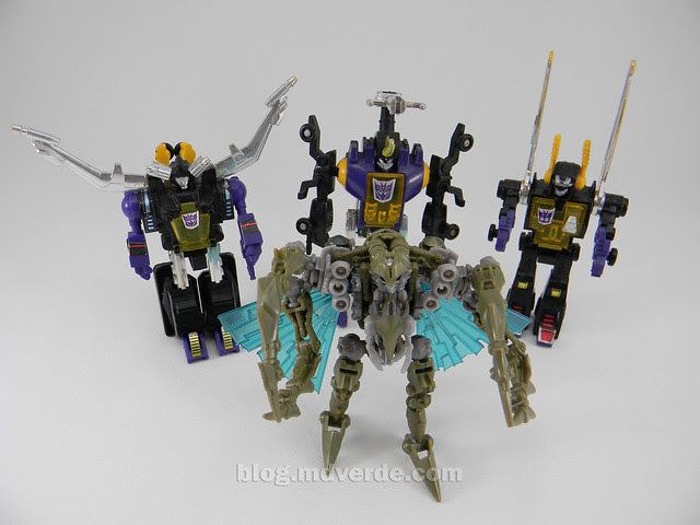 Transformers Insecticon HftD Scout - modo robot vs Insecticons G1