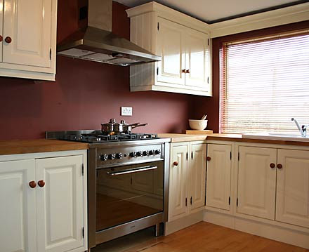 Calonial Kitchens on Pinterest | Painted Accent Walls ...
