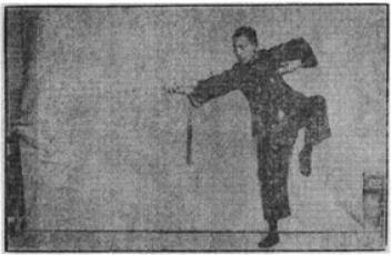 《昆吾劍譜》 李凌霄 (1935) - posture 59
