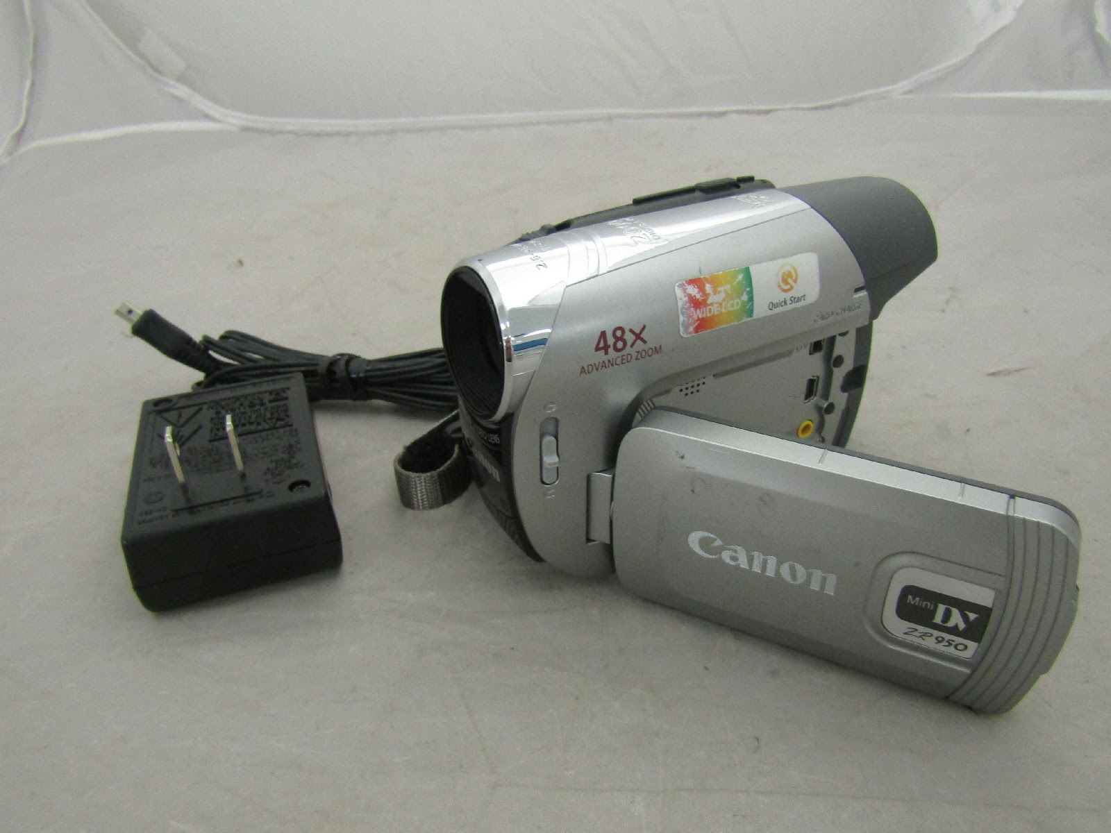 Canon ZR950 Digital Mini DV Camcorder w/ Charger Tested