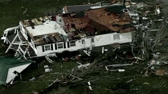 http://i2.cdn.turner.com/cnn/dam/assets/120302102701-vo-kentucky-tornado-damage-00000117-story-top.jpg