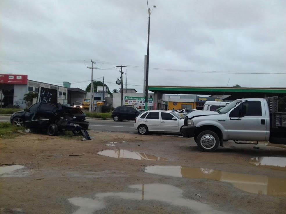 Três carros foram envolvidos no acidente na BR-101, em Parnamirim RN. Ninguém ficou ferido (Foto: Ediana Miralha/ Intertv Cabugi)