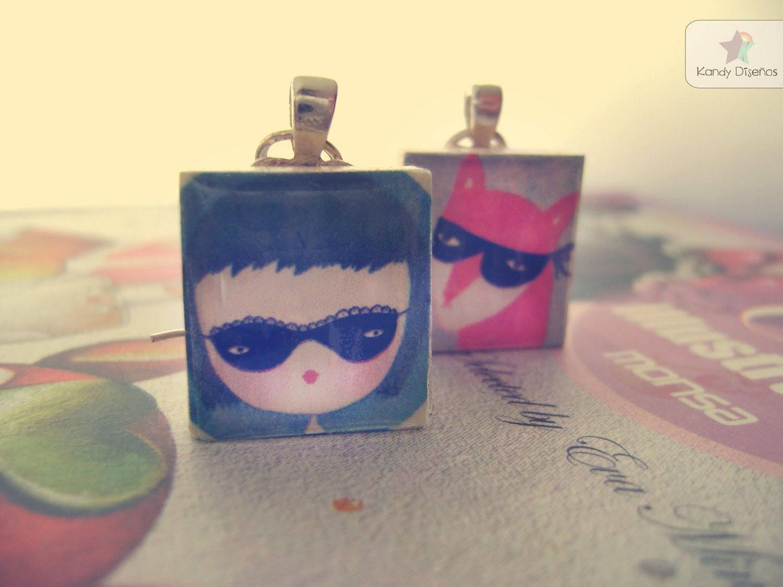 Woodland earrings, Scrabble earrings. Silver color. Funny characters wearing masks - KandyDisenos