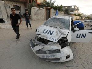 29/7 - Veículo da ONU destruído foi fotografado em Beit Lahia, no norte da Faixa de Gaza, após ataques militares israelenses, segundo agência AFP (Foto: Mohammed Abed/AFP)