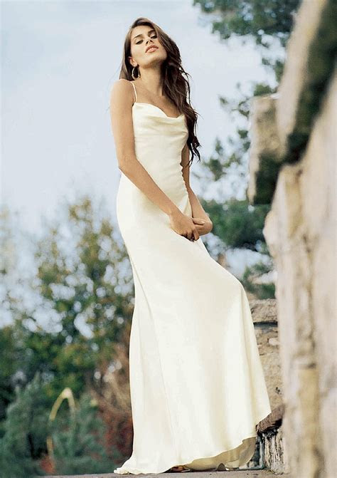 Casual Wedding Dresses For Beach Wedding Pictures 2