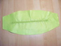 lato al dritto della zip cucita prima di tagliare il panno
