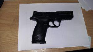 replica pistola menores