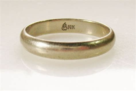 Mens 14K Solid Gold Wedding Band Ring Marked P in Pear