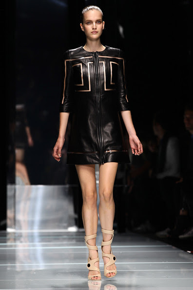Versace+Milan+Fashion+Week+Womenswear+2011+1aG0vksV7xFl