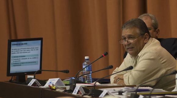 Marino Murillo en la presentación de los resultados del año 2015 y la propuesta del Plan para el 2016. Foto: Ismael Francisco/ Cubadebate