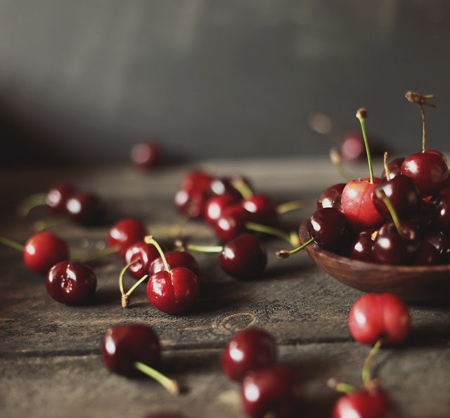 sweet cherries for a cherry almond crumble