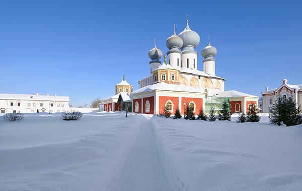 Тихвинский Богородичный Успенский мужской монастырь Основан по указу Ивана Грозного от 11 февраля 1560 года новгородским архиепископом Пименом. Фото ИТАР-ТАСС