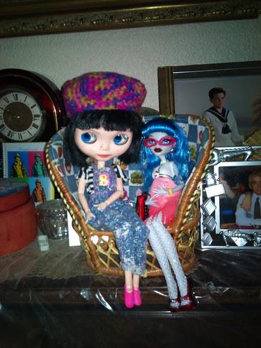 Manuela y Ghoulia, dos nuevas amigas