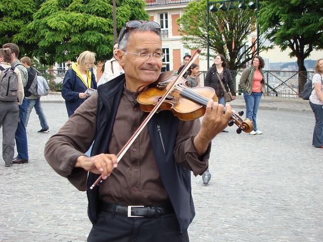 Violonist near Sacre Coeur (4)