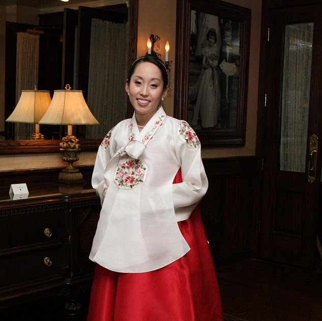 Traditional Dresses Models Photos: Korean Traditional Dress