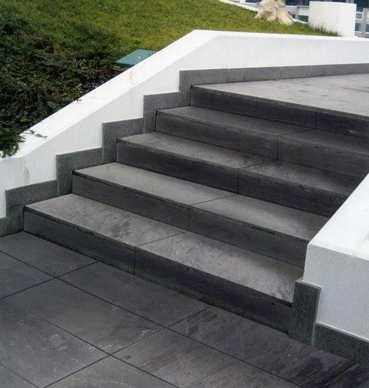 Casa moderna roma italy scale in pietra lavica for Scale esterne in marmo