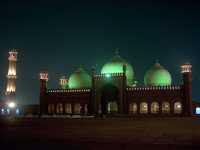 File:Badshahi Masjid at night on July 20 2005.jpg