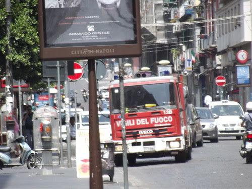 Via Roma (Via Toledo), Naples - Fire engine - Vigili del Fuoco by ell brown