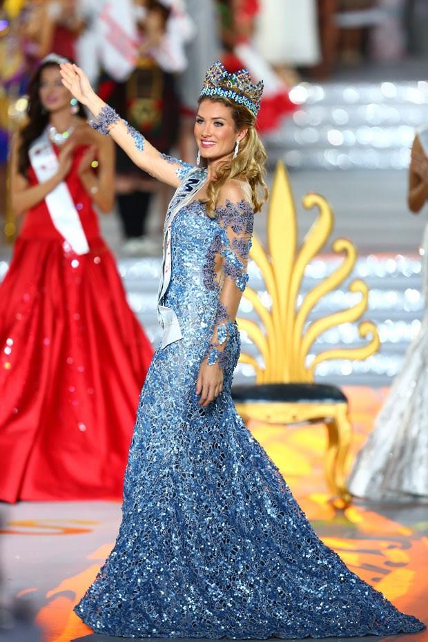 Mireia Lalaguna é coroada Miss Mundo neste sábado (19) na China (Foto: Chinapix via AP)