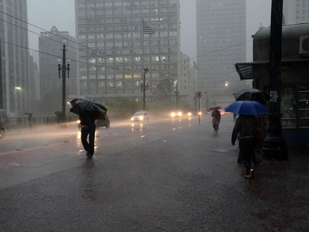 Chuva coloca regiões de São Paulo em estado de atenção (Foto: J. Duran Machfee/Estadão Conteúdo)
