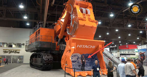 The World S Biggest Mining Excavator Hitachi Ex5600 6 Muscle Cars Zone