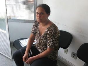 Mulher da vítima criticou estrutura do carnaval (Foto: Márcio Pinho / G1)