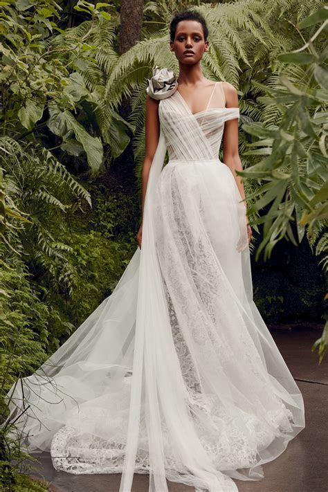 Vera Wang Wedding Dresses   Everything You Need to Know