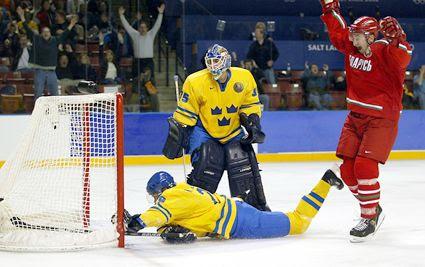 Kopat Scores Belarus Sweden 2002 photo KopatscoresforBelarus.jpg