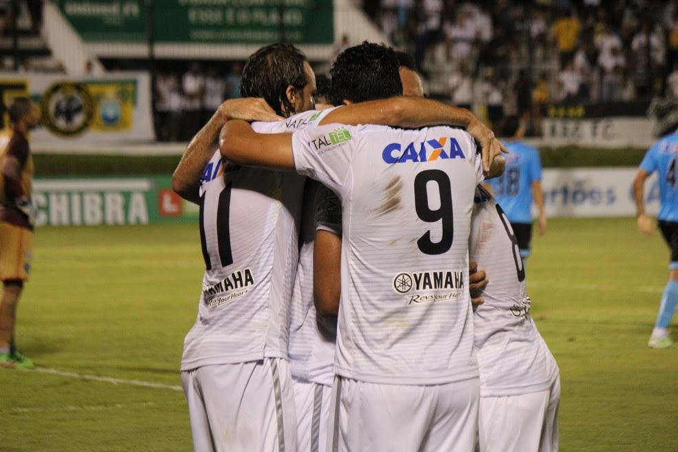 Jogadores do ABC comemoram gol em vitória sobre o Paysandu (Foto: Diego Simonetti/Blog do Major)