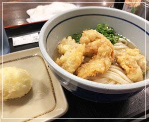 新橋「おにやんま」にて。だしも麺も天ぷらもうまーですよ。