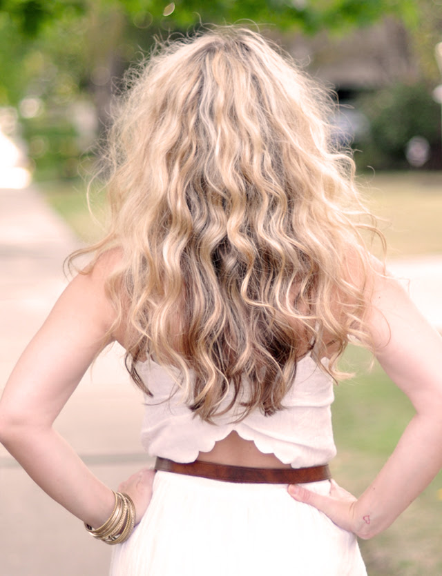 SJP Hair, big hair, sarah jessica parker hair, big curls+no heat curls+get curls without heat+twisted buns in hair