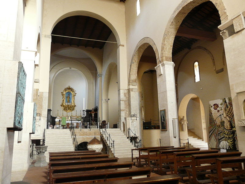Fil: Acquapendente-Basilica San Sepolcro-Navata centrale.jpg