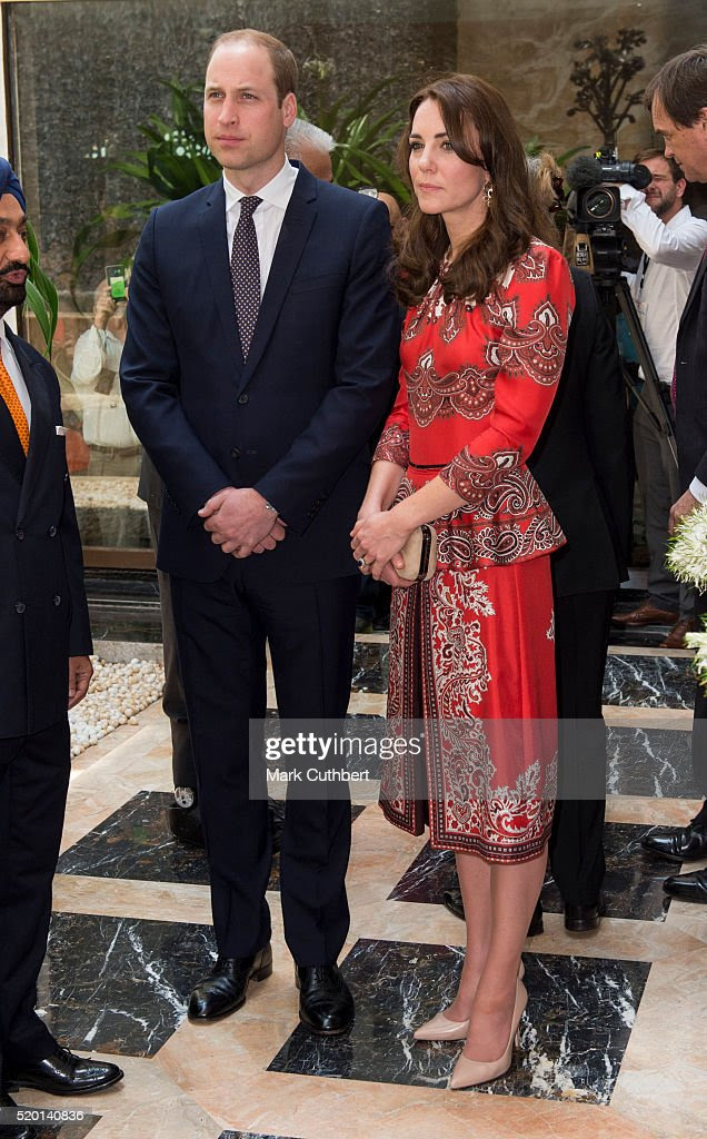 Katarzyna, księżna Cambridge i książę William, książę Cambridge leżał wieniec na Taj Hotel, sceną ataków terrorystycznych w Bombaju w dniu 10 kwietnia 2016 roku w Bombaju, w Indiach.