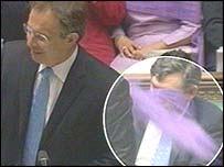 Dufti kastað í Tony Blair