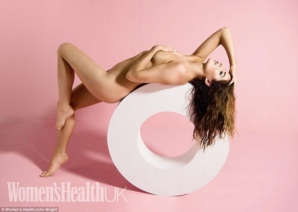Corpo bonito: Made In Chelsea Binky Felstead exibe confiança suas curvas em um tiro provocativa