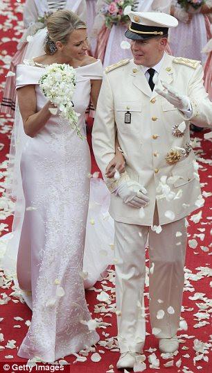 Mais casamentos reais: Zara Phillips e Mike Tindall (esquerda) e Princesa Charlene e Príncipe Albert de Mônaco