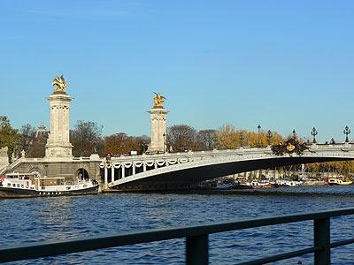pont des invalides.jpg