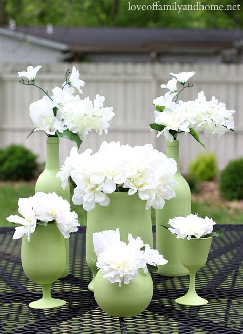 Easy, Inexpensive Centerpiece Ideas {Spray Painted Vases