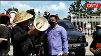 Akibat aksi koboi petugas Satpol PP Batam, Kerabat korban seruduk Pemkot dan DPRD